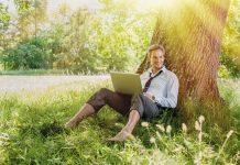 Travailler déchaussé permettrait-il de gagner en efficacité ?