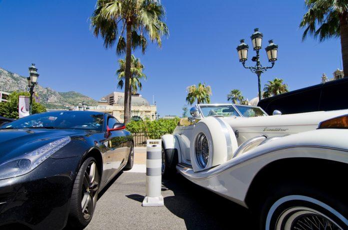 Mieux vaut ne pas accrocher une voiture d'un des membres en se garant sur le parking...