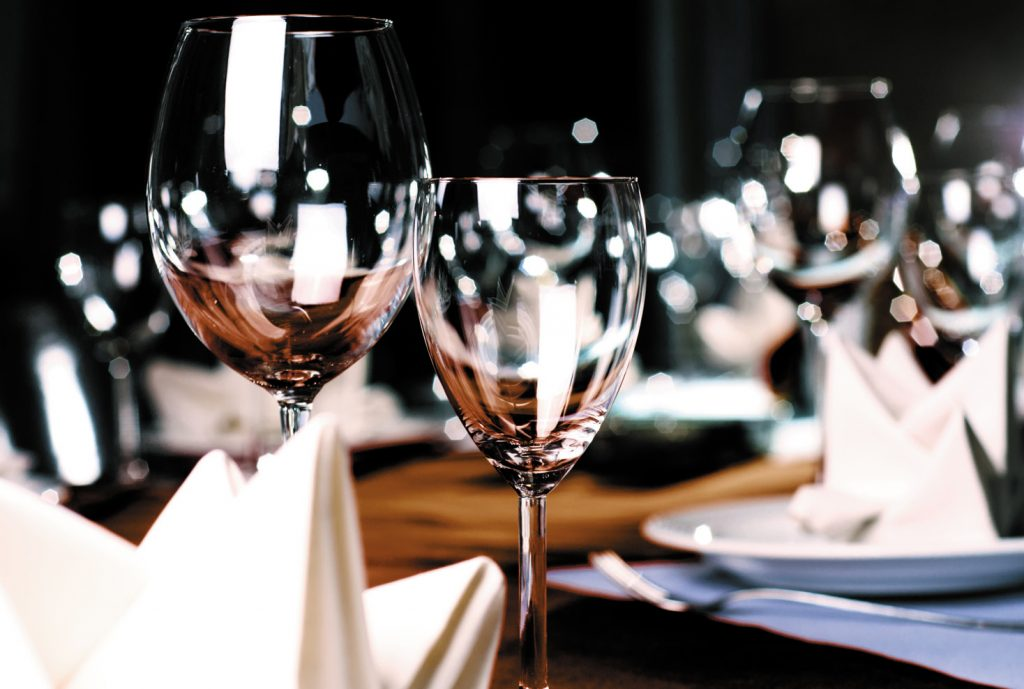 « Quel verre pour le vin ? Un couteau pour le foie gras ? Oh je suis mal… »