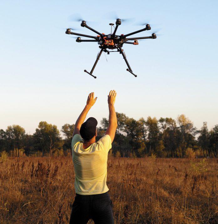 Nouveau métier en 2025... Dompteur de drone !