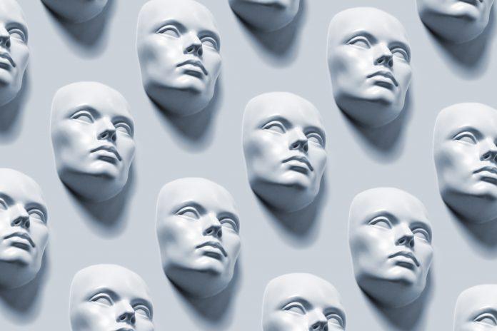 Promoteur immobilier, dirigeant d'entreprise, billettiste pour La Vie, blogueur, prêtre... soit l'homme aux 10 visages