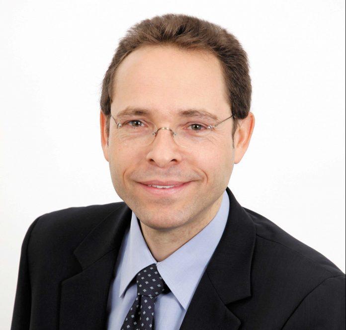Thomas Bourgeois Co-fondateur de Dhatim, éditeur français de logiciels en mode Saas, représentant la France au côté de 33 autres entrepreneurs au G20 Young Entrepreneurs Alliance à Berlin les 15 et 16 juin dernier.