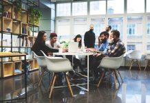 Les espaces communs sont devenus multi-usages : réunion, pause déjeuner, afterwork...