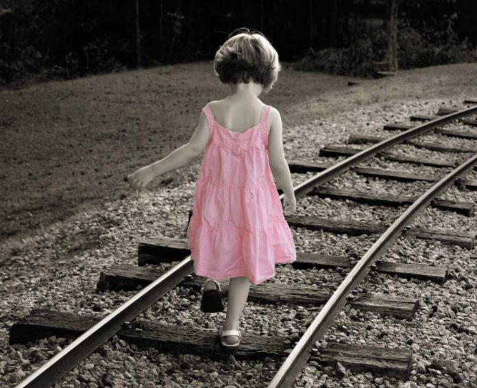 « Ma fille, tu porteras du rose et suivra les rails de la conformité »
