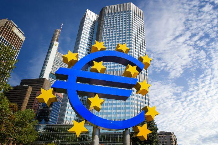La BCE devrait atténuer son soutien monétaire.