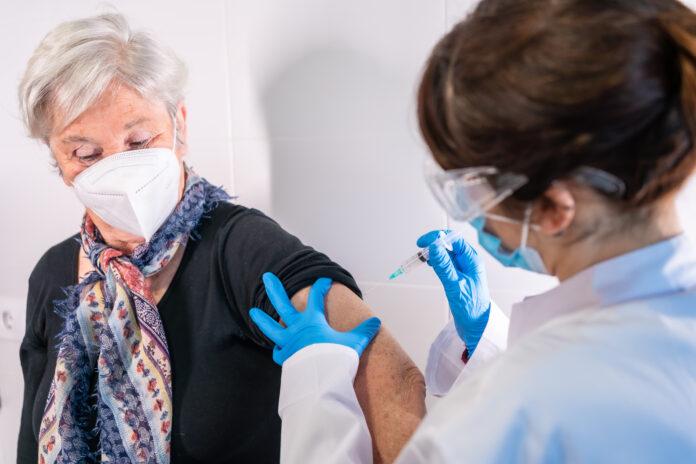 La vaccination a clairement changé de braquet par rapport au début d'année et maintient son objectif de 30 millions de primo-vacciné·es à la mi-juin.